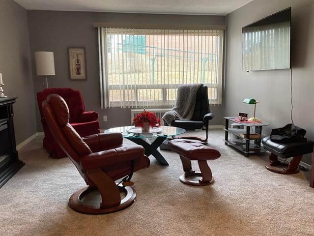 6-113 Hillside Drive Elliot Lake Living Room